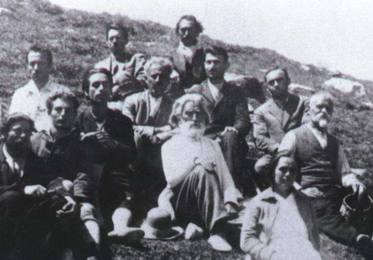 Peter Deunov in the middle, Omraam Mikhaël Aïvanhov (then called Mihail Ivanov) on his right